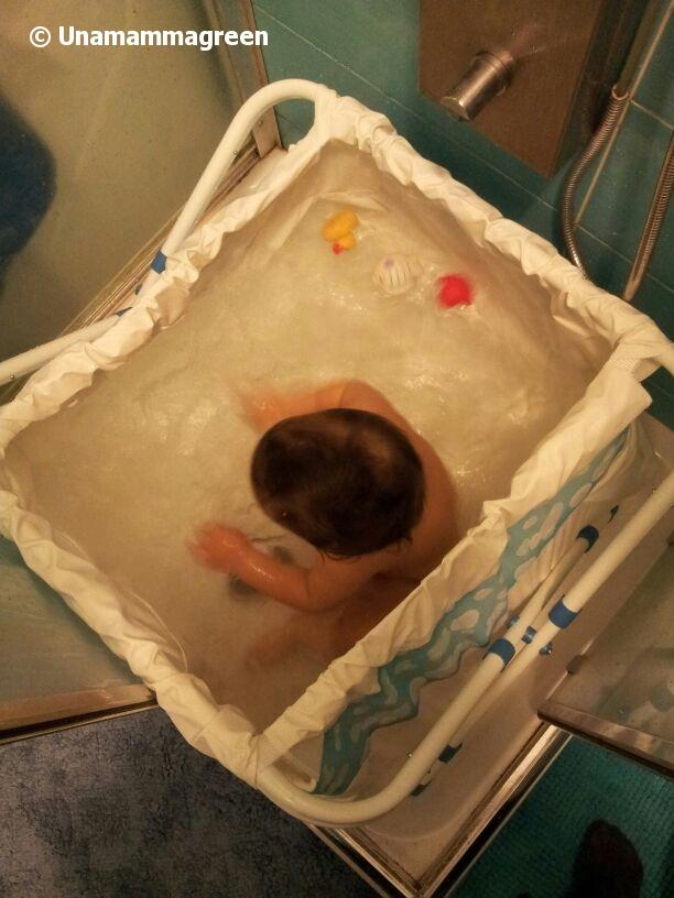 Il mio turno nella doccia vogliopornocom - Sesso lesbo in bagno ...