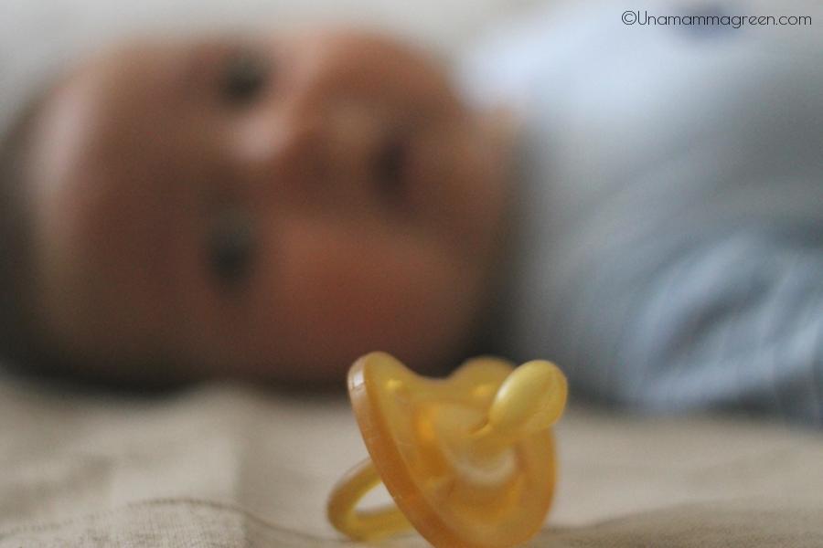neonato ciuccio