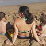 barceloneta playa bambini piccoli