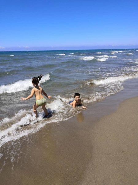 spiaggia di paestum con  bambini